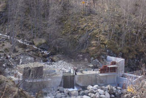 NGKU bygger spesialkonstruert inntak til Mork kraftverk i Lærdal.
