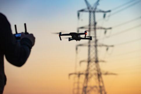 Programvarebedriften eSmart Systems fra Halden har utviklet kunstig intelligens spesialisert for energiselskapers behov. Andre selskaper leverer selve dronetjenestene, mens eSmart systems analyserer bildene og andre sensordata. Foto: Adobestock/catwalkphotos
